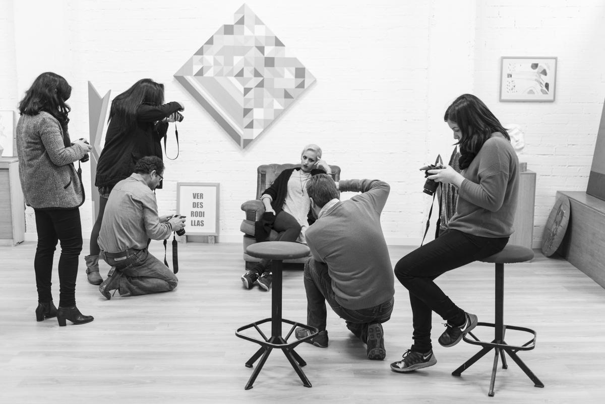 Cursos y talleres de fotografía, desde la base a todos los niveles, Salamanca. Si te gusta fotografiar, con este taller dominarás tu cámara. Nuestro taller de fotografía tiene dos formatos, adaptados al nivel de cada alumno. En Espacio Nuca contamos con los mejores medios y profesionales para formarte e iniciarte en el mundo de la fotografía. Desde la base a todos los niveles. Por las características de nuestro centro disponemos de una galería de arte centrada en arte actual contemporáneo formada por fotógrafos de primer nivel que además imparten cursos y workshops en nuestra escuela. Cursos, ciclos, exposiciones, y workshops para los amantes de la fotografía en pleno centro de Salamanca. www.espacionuca.com . Curso de fotografía básica es la alternativa para dominar tu cámara. Eduardo Nuca. Fotografía Salamanca. Espacio Nuca. Calle María Auxiliadora 16 ( pasaje ) Salamanca. 679295553